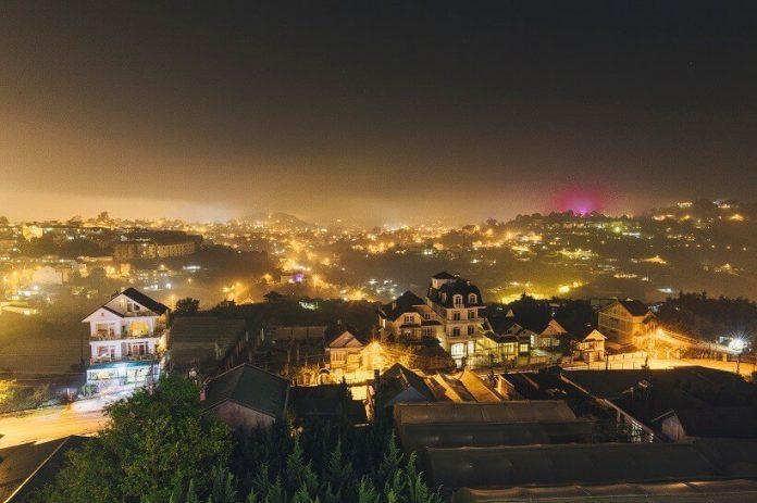 Không gian ban đêm tại Danh Tiến ngắm thành phố đèn